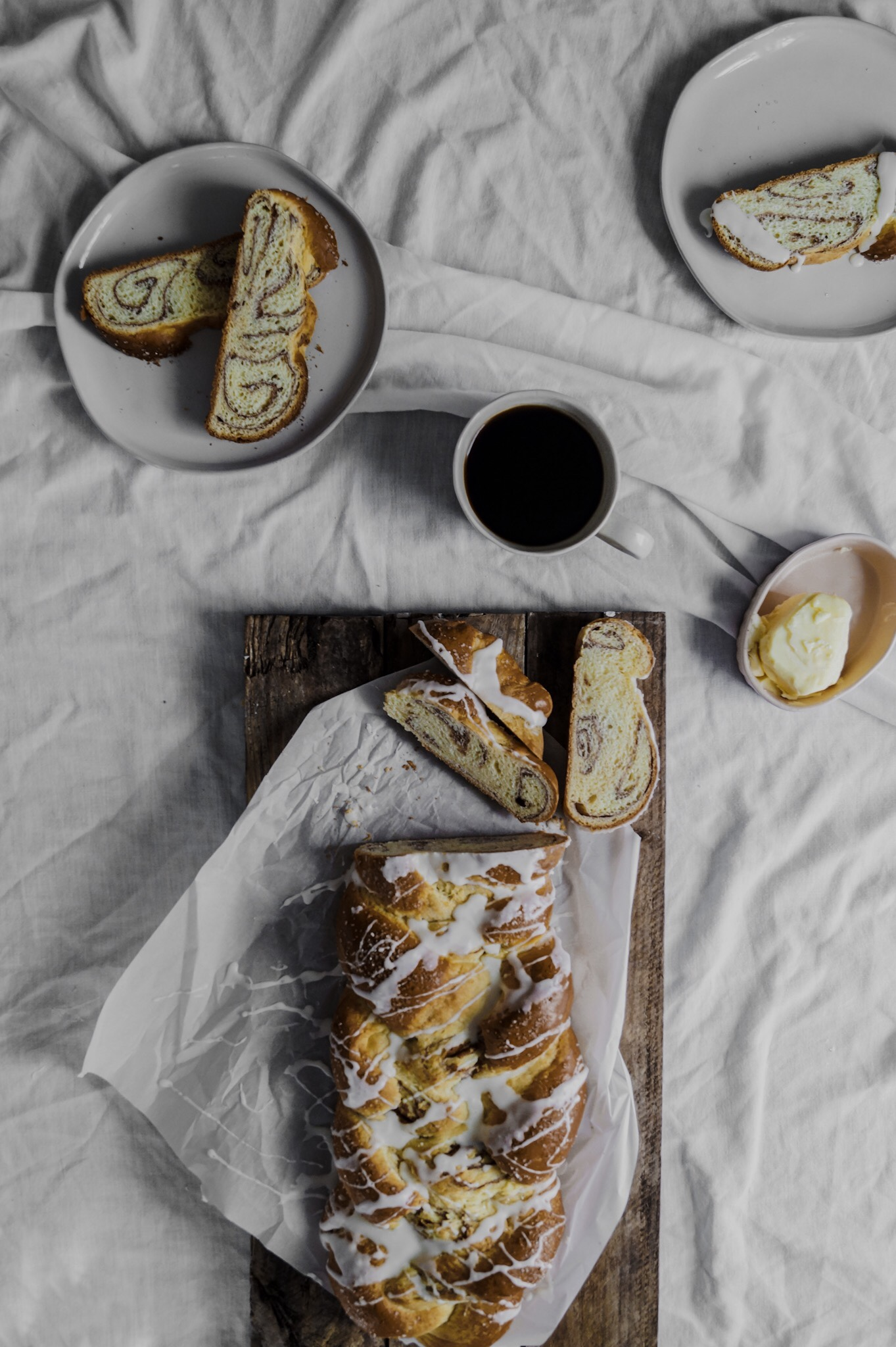 Homemade cinnamon bread and a few practical ways to leave the chaos behind and get cozy for a hygge winter. Cinnamon bread by A Messy Bun Kitchen  cinnamon braided bread, winter cooking, winter recipes